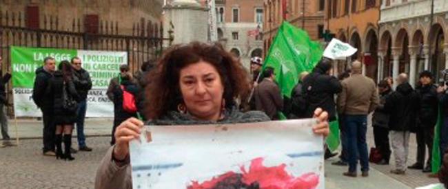 L'addio ai social della madre di Federico Aldrovandi: «Torno a essere una mamma privata»