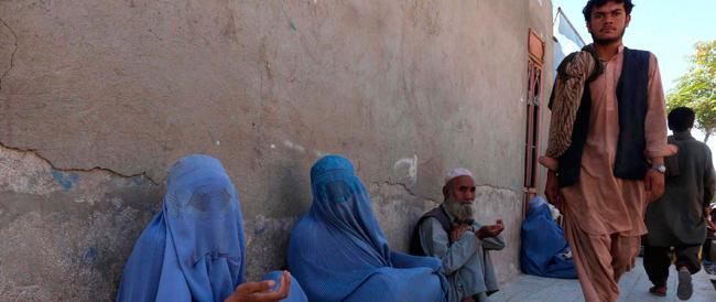 Afghanistan, kamikaze in una scuola. 18 i morti tra cui 11 studenti e 4 soldati Usa che distribuivano quaderni e penne