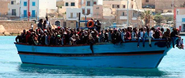 Immigrazione, nuova tragedia nel Mare di Sicilia, 19 morti per asfissia su un barcone