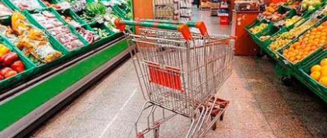 L'Istat: consumi ai livelli del 2004. Più colpite le famiglie operaie e con due figli