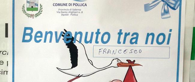 Un manifesto per ogni bimbo che nasce: così a Pollica-Acciaroli affrontano il problema della popolazione che invecchia