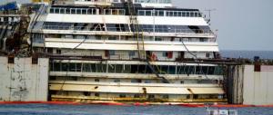 Concordia, il vento rallenta le operazioni, ma il rientro a Genova rimane fissato a lunedì