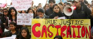 Ennesimo stupro di una bambina nell'India che tiene prigionieri i nostri due marò