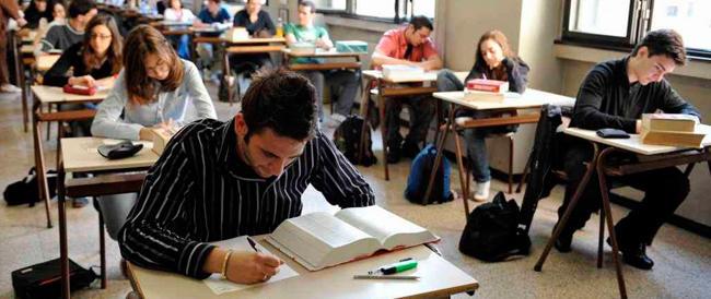 Ecco che arrivano gli esami di fine corso. Prima le Medie, poi i maturandi