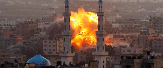 Striscia di Gaza, cresce la conta di morti e feriti tra i palestinesi. Altra vittima israeliana colpita da un razzo di Hamas