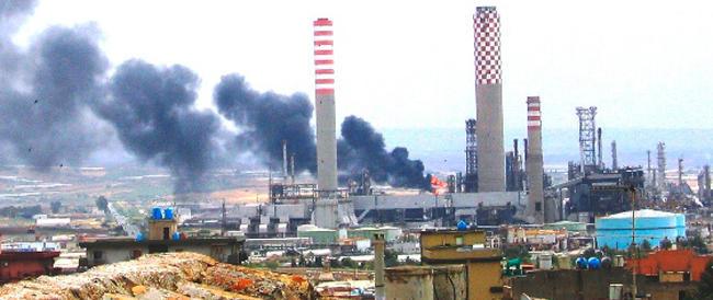 Il voltafaccia dell'Eni sul Petrolchimico di Gela fa inferocire i lavoratori: «vogliono la guerra? L'avranno»