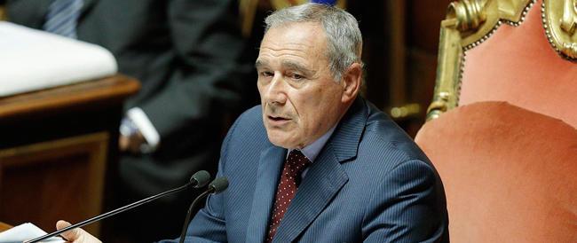Senato, Grasso salva il governo con il voto palese. Renzi: le riforme le facciamo tutte, provocazioni inutili