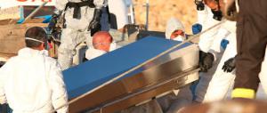 Immigrazione, ancora sbarchi e incidenti: settanta dispersi dopo il naufragio di un gommone