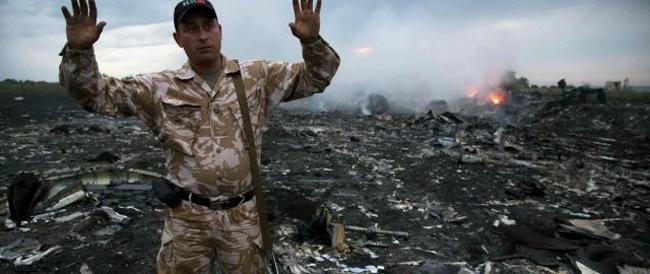 Boeing 777 abbattuto, i filorussi respingono le accuse. Tregua di 4 giorni per consentire agli ispettori dell'Osce di intervenire