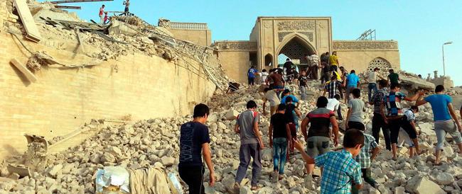 Iraq, si scatena la furia dei jihadisti: dopo le chiese distrutte, rasa al suolo la moschea di Giona