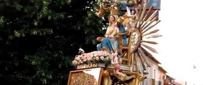 Sospese dal vescovo tutte le processioni nella diocesi calabrese dopo l'inchino alla casa del boss