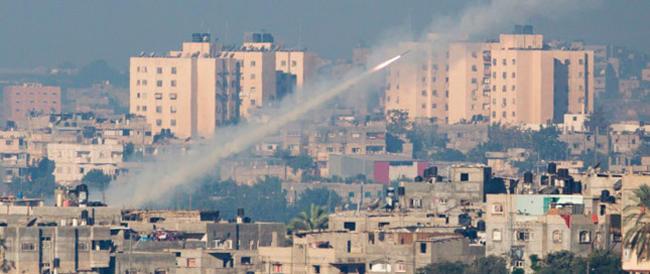 Hamas avverte: «Non volate su Israele». E Tel Aviv intercetta quattro razzi destinati all'aeroporto