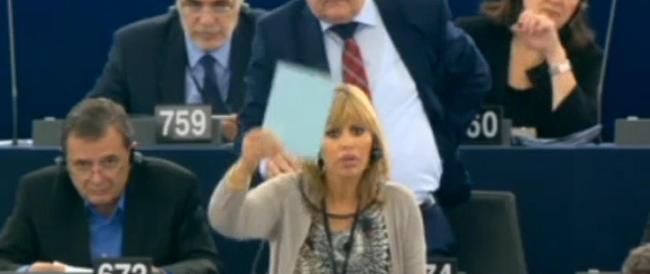 Strasburgo, Alessandra Mussolini contro Schulz: «Non mi fa parlare? Andrò in aula con la tromba»