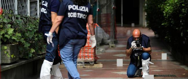 """Agguato a Roma: ucciso in casa il """"cassiere"""" di Mokbel. Si cercano due aggressori, il terzo è gravemente ferito"""