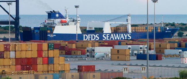 Fra eccezionali misure di sicurezza iniziato il trasbordo delle armi chimiche siriane sulla nave Usa