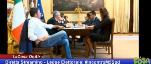 Riforme, Renzi fa il piacione pure con i grillini. In diretta streaming l'incontro per trovare la quadra che non c'è
