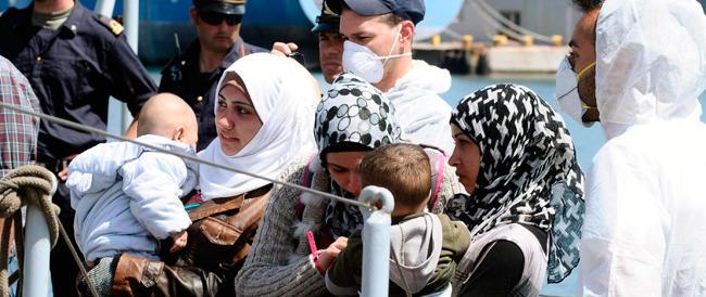Emergenza immigrazione, naufragio al largo della Libia: almeno 20 morti e decine di dispersi
