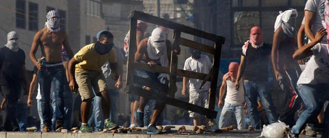 Tra Israele e Hamas ormai è guerra. Decine di morti tra i palestinesi, centinaia di razzi sullo Stato ebraico
