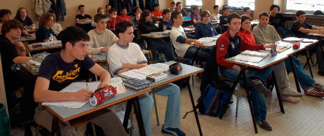 Scuola, intesa tra il ministro e l'Anpi per celebrare la Resistenza. Siamo all'indottrinamento di regime