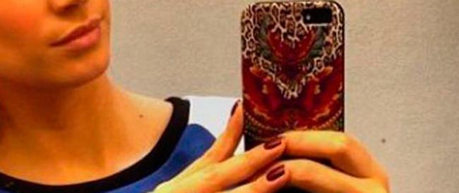 Selfie sempre più a rischio: salvati dieci ragazzini. Ma sul fenomeno pesano forti interessi economici