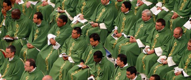 """Accanto al prete tradizionale serve un """"sacerdote light"""": ecco la proposta di un teologo tedesco"""