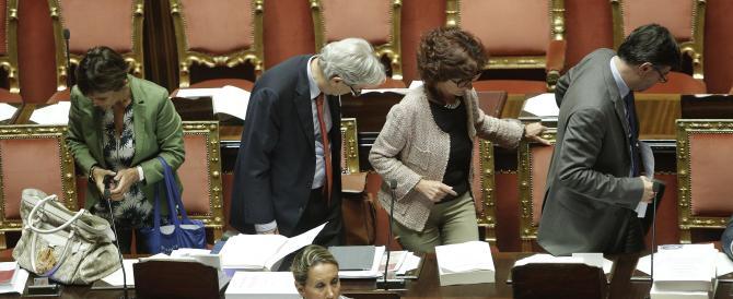 Riforme, un'altra settimana di passione. E Renzi spompato scrive ai senatori: siete il futuro dell'Italia