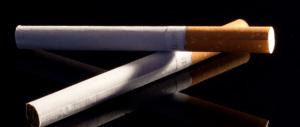 """Nuova stangata sulle sigarette: previsti aumenti fino a 20 centesimi. Aumentano anche le accise sulle """"elettroniche"""""""