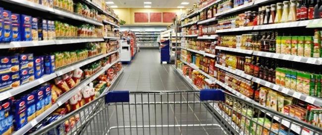 Fucili e passamontagna: sequestrano il gestore di un supermercato