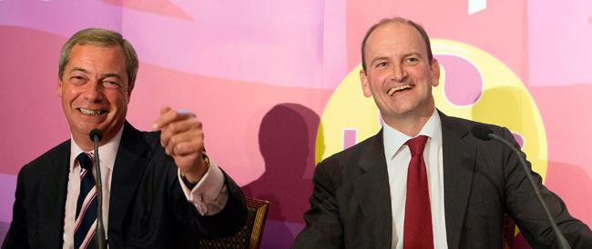 Il tory Carswell volta le spalle a Cameron e abbraccia l'euroscettico Farage