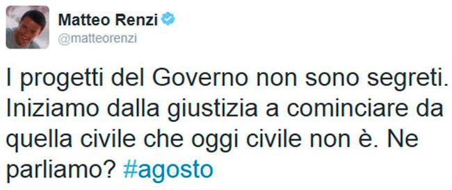 """Riecco il cabaret di Renzi: tweet dal mare di Forte dei Marmi per """"annunciare"""" la rivoluzione"""