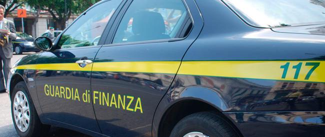 Dichiarava 900 euro al mese, in garage aveva una Ferrari: smascherato dalla Finanza