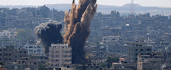 A Gaza, finita la tregua, ricomincia il lancio di razzi. L'aviazione israeliana martella la Striscia. Muore un altro bambino