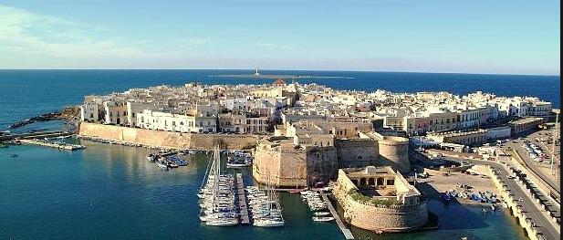 A Gallipoli la prima rivolta di piazza contro i turisti maleducati