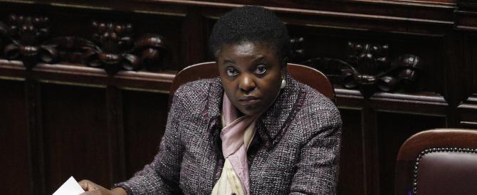 «Sono cattolica, non faccio macumbe»: la Kyenge replica a Calderoli e boccia Alfano sull'immigrazione