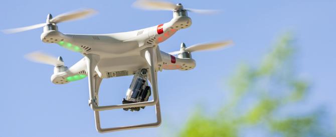 Le consegne di lettere e pacchi? Saranno fatte dai droni. È già partita la sfida Google-Amazon