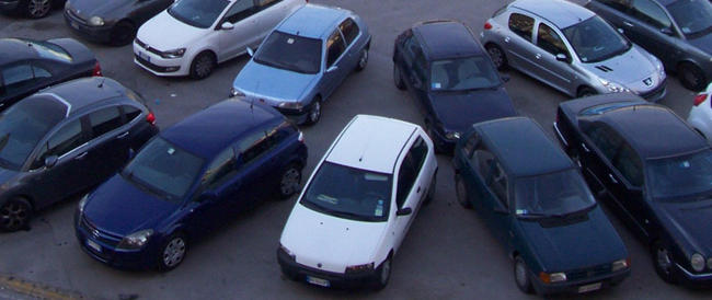 Sei italiani su dieci non rinunciano all'auto (ma è più diffuso l'uso della bici)
