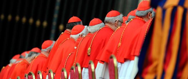 """Quattro cardinali sfidano il Papa: """"Pronti a correggerlo sul tema famiglia"""""""