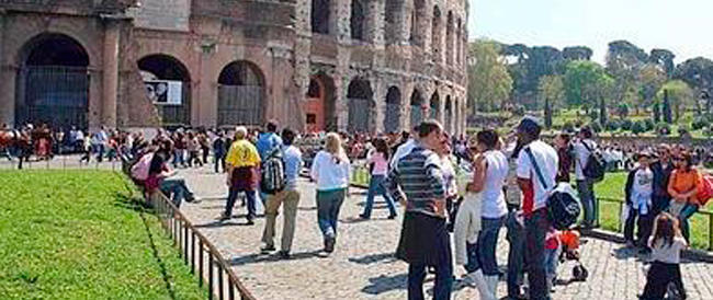 """Vacanze romane? È """"mission impossible"""": turismo a picco grazie alle stangate di Marino"""
