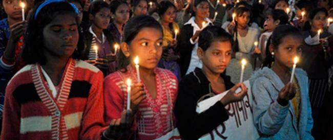 India, nuovi dubbi sullo stupro delle cuginette impiccate. Riprende quota la pista familiare