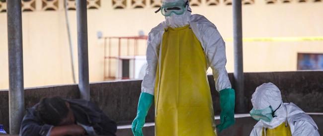 Ebola, l'Oms lancia l'allarme: l'epidemia sta accelerando, previsti 20.000 casi