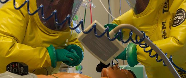 Virus Ebola, scienziati al lavoro ma nessun vaccino sarà disponibile prima del 2015. Segnalati nuovi casi