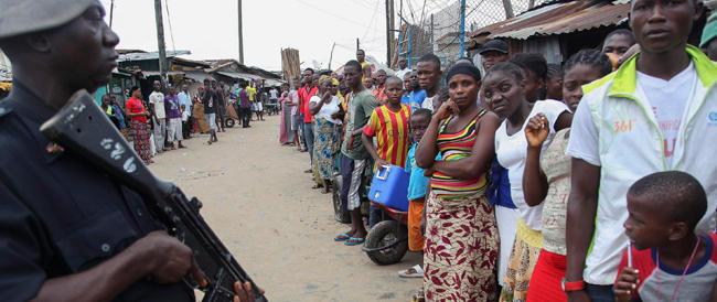 L'Europa si dice «preoccupata» per l'Ebola. Poi se ne lava le mani alla Ponzio Pilato