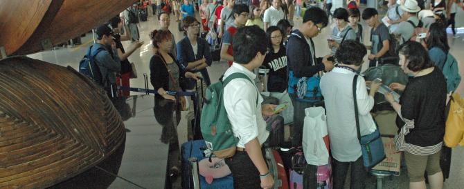 Catania, lascia il figlio in aeroporto con i documenti scaduti e parte per la Grecia