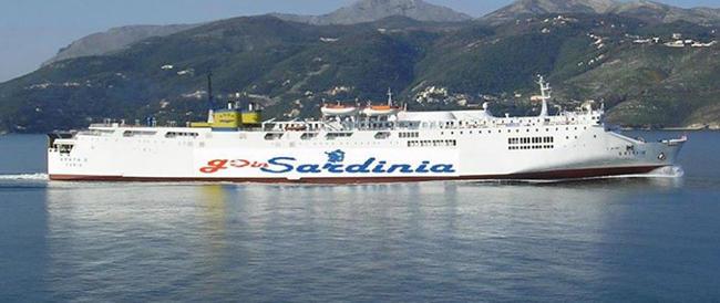 """In Sardegna una compagnia low cost cambia le partenze e i viaggiatori finiscono """"alla deriva"""""""