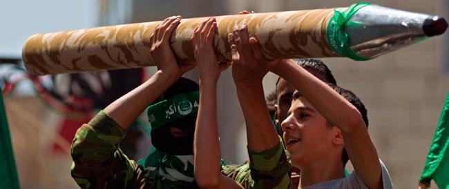 Record di lanci di Hamas contro Israele, popolazione in fuga. Raid di Tel Aviv uccide due terroristi