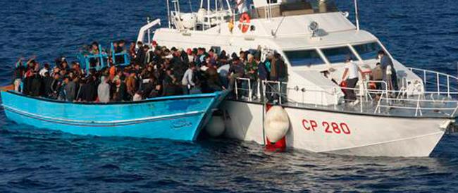 Migliora il tempo, arrivano i migranti: la Guardia Costiera soccorre altre imbarcazioni