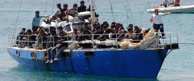 Parte l'operazione Triton ma l'Italia sarà costretta ad accogliere (e non respingere) gli immigrati