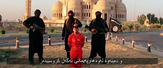 Isis, i tagliatori di teste proseguono lo show: nuovo video con l'uccisione di un miliziano curdo