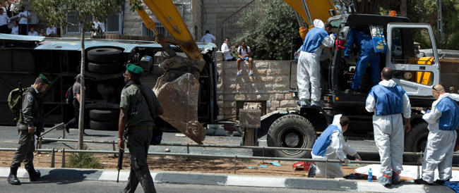 Scatta la tregua unilaterale di Israele, ma una bimba muore sotto le bombe. Attentato a Gerusalemme
