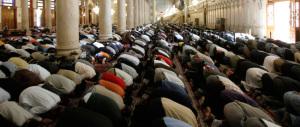 Ama una ragazza cattolica: il padre musulmano non approva e li picchia